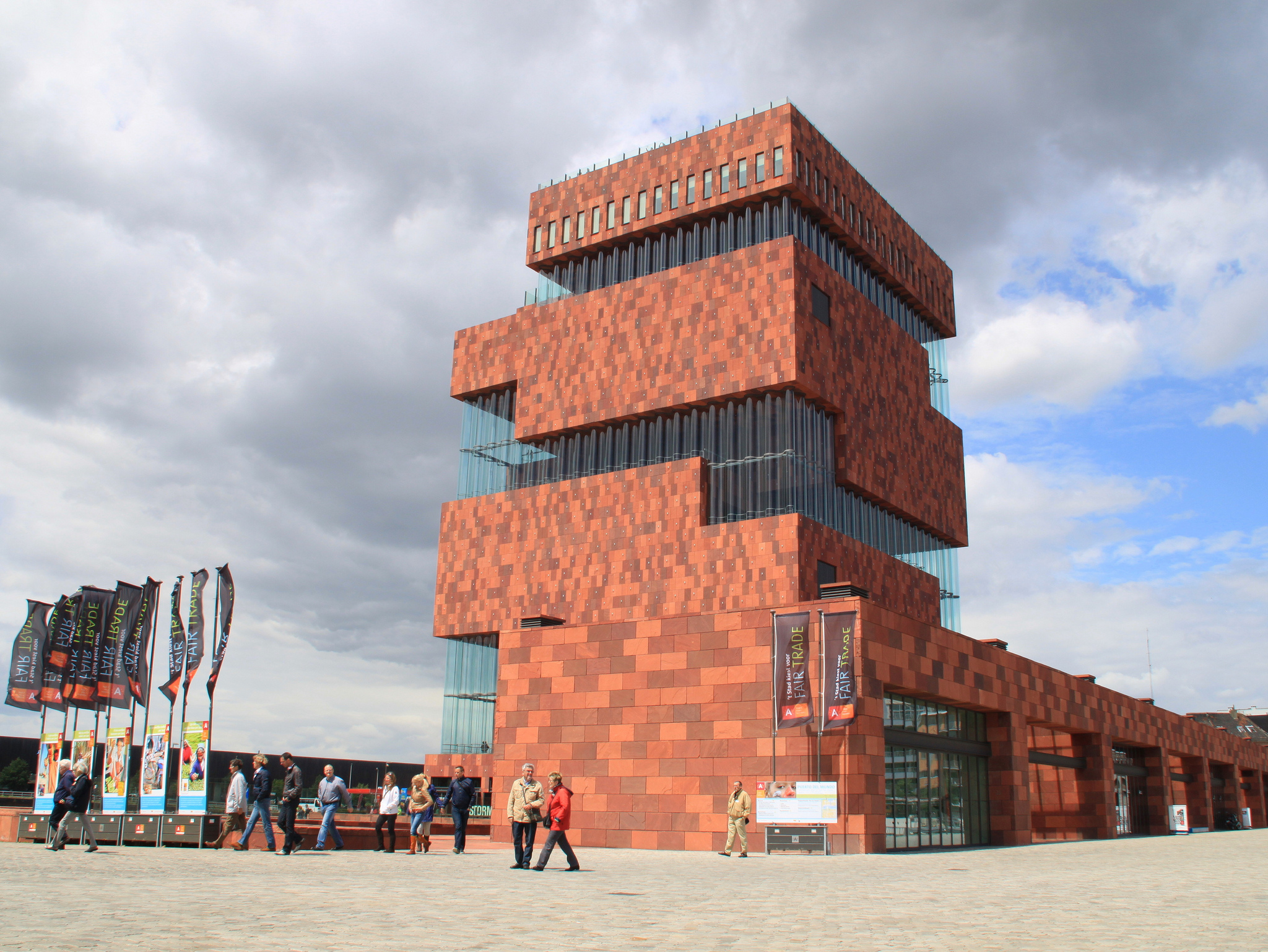 Antwerp'te Dikkat Çeken Bir Bina: Mas